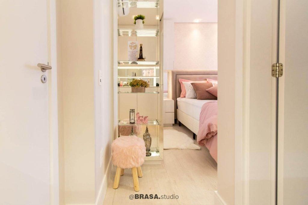 Projeto de interiores de apartamento, fotografia da entrada da suíte - BRASA studio